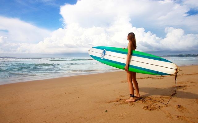 Ini Dia 5 Wisata Surfing Terbaik Di Maluku Yang Patut Kamu Kunjungi Tempat Objek Pariwisata Indonesia Terbaru
