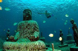 kuil bawah laut pemuteran
