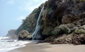Pantai Umbul Waru