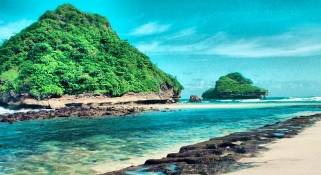 Inilah 7 Pantai di Jawa Timur Paling Terkenal yang Wajib Dikunjungi saat Liburan Tiba!