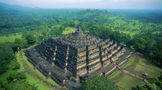 Mengunjungi Serta Menikmati Kemegahan Candi Borobudur Yang Banyak Menarik Minat Para Wisatawan