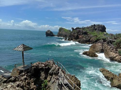 Pantai Nglambor2