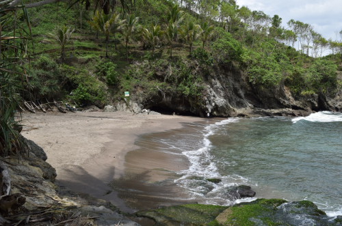 Pantai Lampon