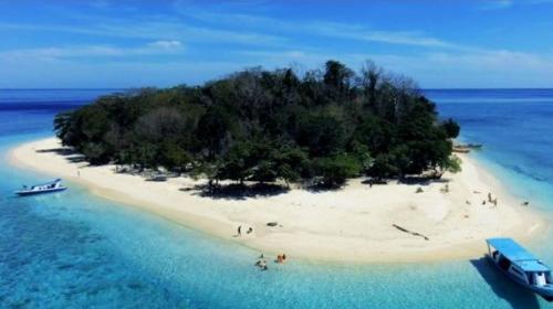 Pantai Likupang2