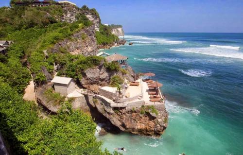 Pantai Uluwatu2