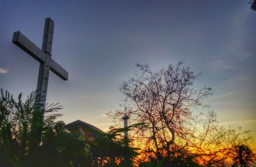 Simbol toleransi antar umat beragama berupa Bukit Harapan pantai Lakban