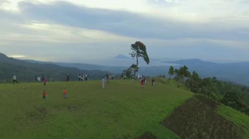 Wisata Alam Puncak Tetetana Kumelembuai3