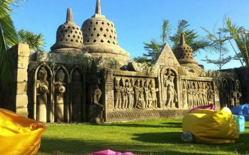 Miniatur Candi Borobudur