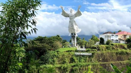 Patung Yesus Memberkati2