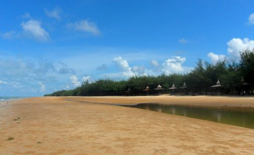 Pantai Slopeng wisata di madura